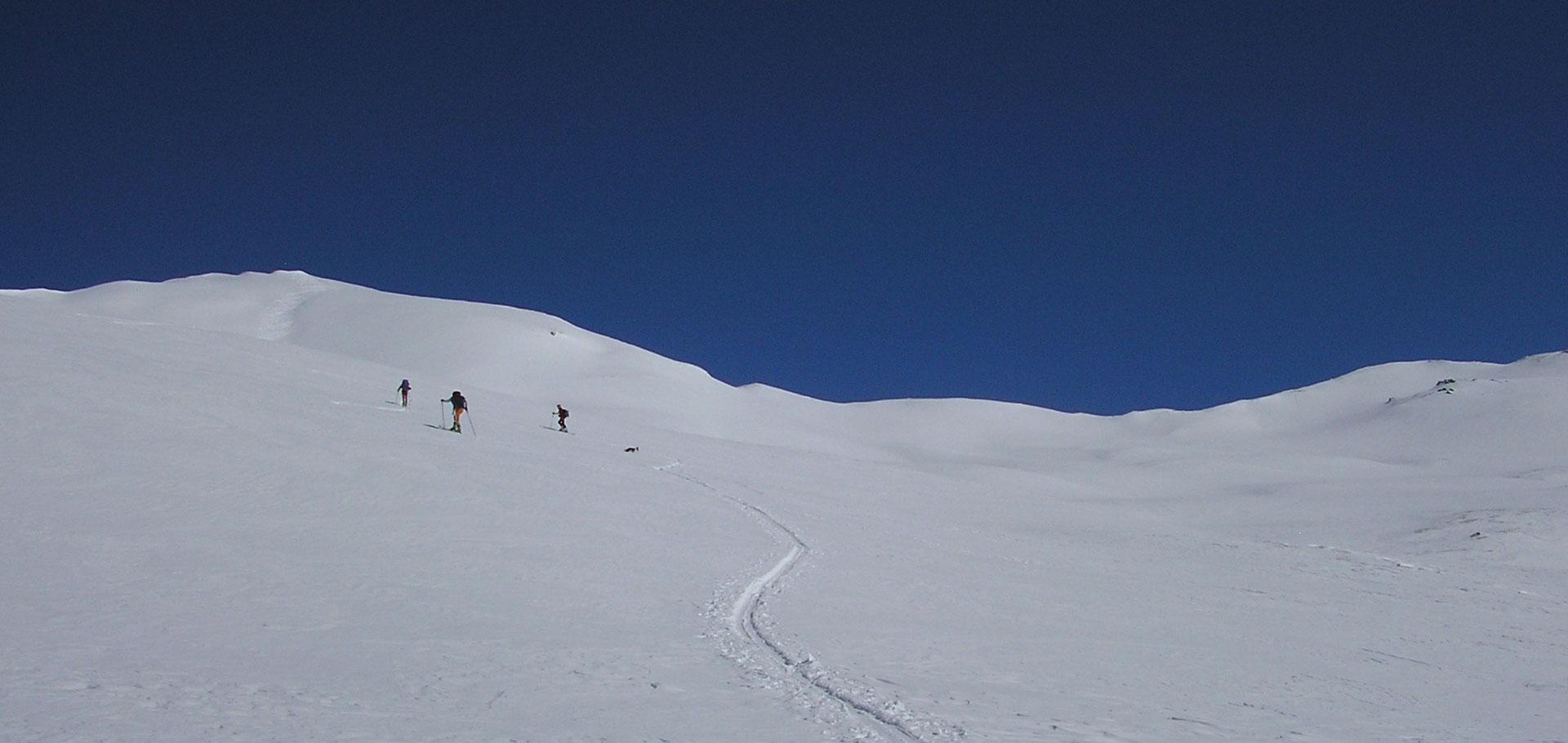 Ski de randonnée face au Mont Blanc